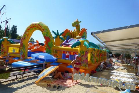Анапа городской пляж детскя зона рядом с навесами август
