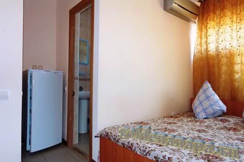 """Джемете гостевой дом """"Отдых у моря"""" номера укомплектованы холодильниками."""