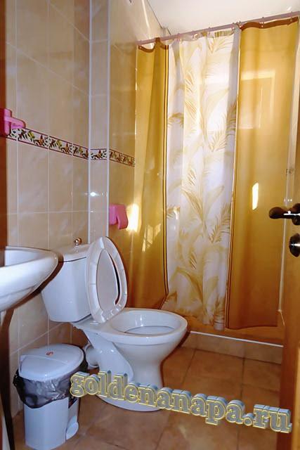 """Джемете гостевой дом """"Отдых у моря"""" сан. узел. Душ, раковина, ванна в номере."""