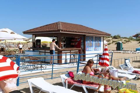 Пляж Витязево начало августа бар