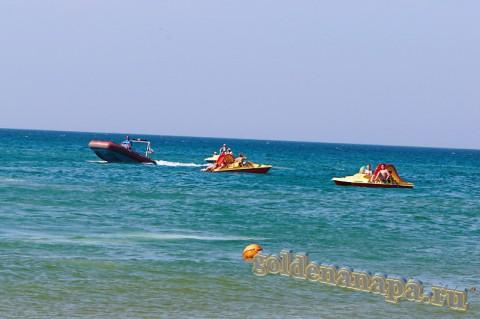 """Пляж Витязево море, аттракцион """"Таблетка"""", водные вилосипеды"""