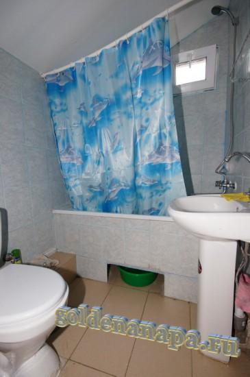 """Анапа гостевой дом """"Даниэлла"""" номер сан. узел с ванной, раковиной, унитазом"""
