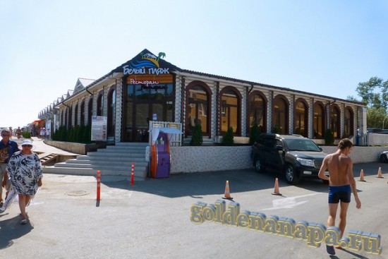 """Джемете клуб-отель """"Белый пляж"""" вид на ресторан отеля с ул. Джеметинский проезд"""