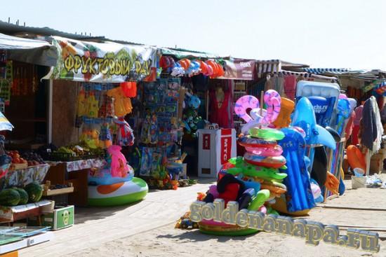 Ул. Джеметинский проезд вход на пляж Джемете торговля сувенирами, курортными товарами...