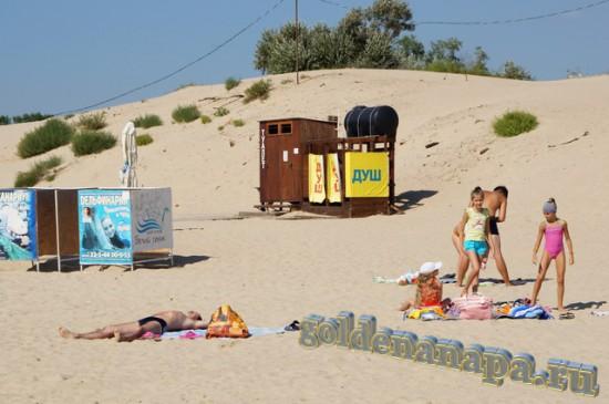 """Джемете оборудованный пляж отеля """"Белый пляж"""". Раздевалка, душ."""