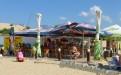 """Пляж Джемете. Кафе рядом с территорией пляжа отеля """"Белый пляж""""."""