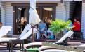 """Джемете отель """"Белый пляж"""" шезлонги возле бассейна, на заднем плане номера """"Стандарт"""""""
