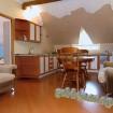 """Джемете гостевой дом """"Отдых у моря"""" трехкомнатный номер - столовая-кухня."""